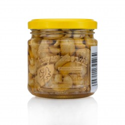 Cashew nuts with honey